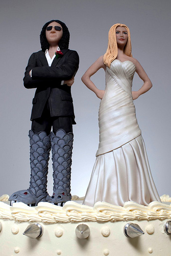 gene simmons wife wedding dress. gene simmons and shannon tweed wedding cake toppers wife dress